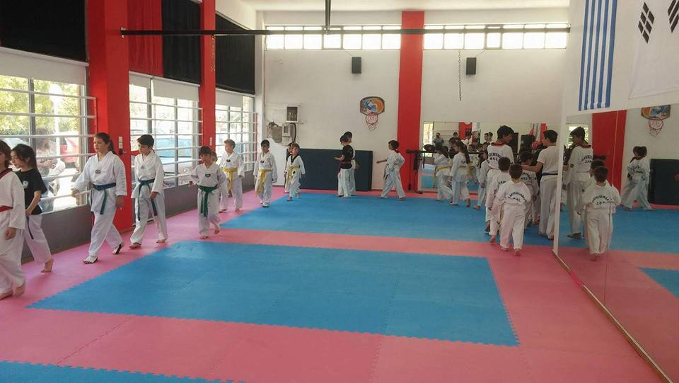 tae-kwon-do-a-s-dynamh-amarousiou-tae-kwon-do-kick-boxing-2